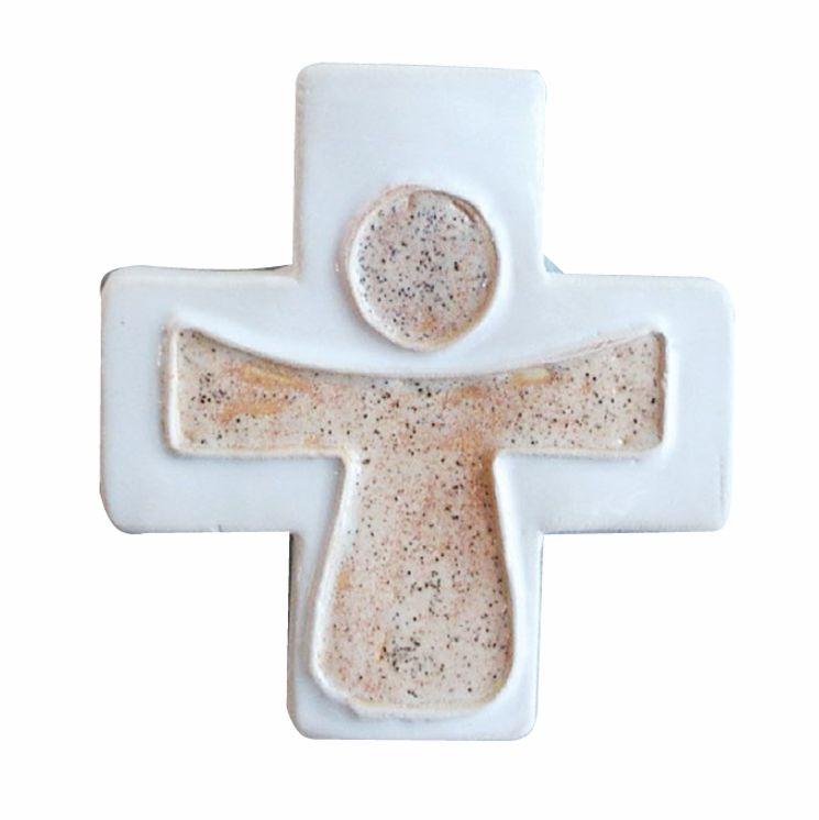 Croix céramique Christ couleur sable - fond blanc - petit