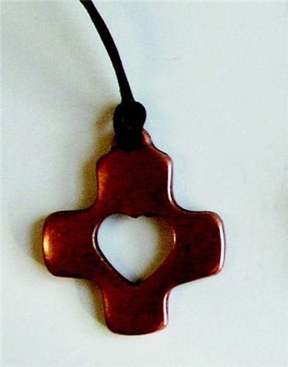 Croix Coeur en bronze, sur cordon